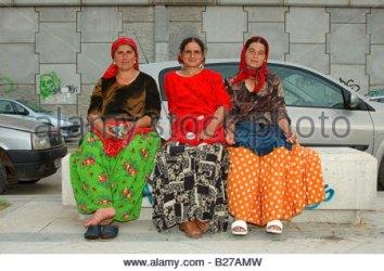 mujeres-rumanas-en-feria-de-caballo-en-jerez-romanian-women-at-horse-b27amw