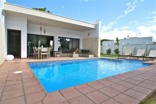 Multas de hasta 200 a quien tenga piscina y no invite a for Casa de verano con piscina